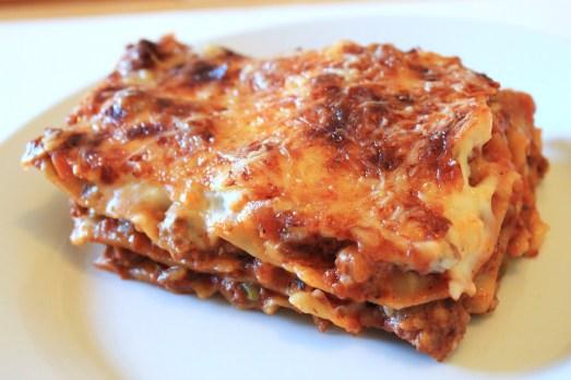 Lazanya - Kıymalı, Sebzeli Makarna Böreği